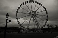 Roue de Paris (Tiziano De Donno) Tags: travel bw holiday paris fog de nikon europe e bianco nero roue