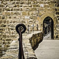Enhebradas (Ignacio M. Jimnez) Tags: door espaa stone spain puerta arch andalucia barbican sanlorenzo jaen andalusia arco piedra ubeda barbacana