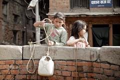 Kids on a well in Bhaktapur (seenbyalex) Tags: travel nepal brunnen well kathmandu alexander himalaya reise bhaktapur schulz