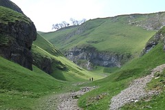 The Limestone Way at Castleton, Derbyshire. (ManOfYorkshire) Tags: limestone way castleton peakdistrict cavedale glacier cutting valley gorge grass trees ramblers rambling walking dramatic start matlock rocester peakdale derbyshire scale huge deep rocks rockface path dale peak district national park