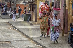vivere per strada 18 (mat56.) Tags: life africa street city people colors saint louis women strada persone donne senegal antonio colori vita citt vivere diagonale mat56 romei