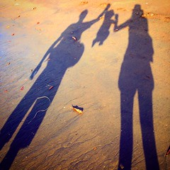 Costa Rica family shadows on sand (Globe-Trotting.com) Tags: voyage family costa bay sand costarica shadows rica tropical bebe puravida