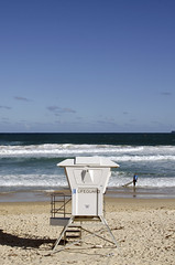 bondi beach (pedro smithson) Tags: travel blue shadow sea sun hot beach bondi sand nikon sydney australia lifeguard nsw heat baywatch oceania oceanica d5100 pedrosmithson
