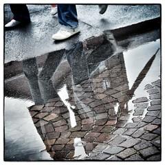 """ LastDrop"" (Petra U.) Tags: people reflection rain june umbrella germany puddle drop karlsruhe regen wetter reflektion tropfen boden regenschirm pftze pflastersteine nikond5100 juniwetter"