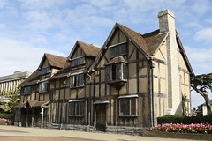 William Shakespeare's Birthplace, Stratford upon Avon (Cenahum) Tags: old uk blue england sky house history beautiful horizontal museum architecture poetry timber cottage citylife somerset gloucestershire frame poet birthplace multicolored westmidlands warwickshire stratforduponavon halftimbered crosssection oldfashioned midlands traditionalculture williamshakespeare playwright urbanscene famousplace locallandmark tudorstyle britishculture buildingexterior nationallandmark indigenousculture englishculture