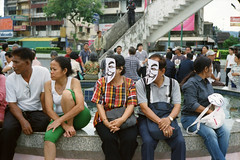 *'V for Thailand' protests the Thai government at Hatyai Songkhla. (Sakulchai Sikitikul) Tags: film snap street thailand hatyai songkhla streetphotography antigovernment vforthailand guyfawkes mask leica m6 ttl 085 ernst leitz wetzlar 5cm f2 summicron collapsible kodak ultramax 400