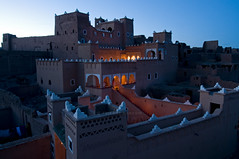 Maroc - Agdz - Valle du Dra - Kasbah (Thierry B) Tags: africa night ma twilight photos nacht dusk dr bynight ciel morocco maroc marocco maghreb afrika casbah fortification fortifications crpuscule marruecos nuit nocturne zagora marokko nightfall afrique  kasbah agdz    photographies btiments 2011 afriquedunord draavalley  horizontales noctambule pis heurebleue almaghrib crneaux   asslim  tamazgha royaumedumaroc photosnocturnes thierrybeauvir beauvir noctanbule wwwbeauvircom droitsrservs valledudra lieutouristique photothierrybeauvir 20110430  sousmassadra casbahdesarts casbahcadali stocknuit stockgeneral st0000 paysberbre st0007