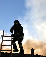A spasso sui tetti (illyphoto) Tags: tetto scala incendio fuoco fumo pompiere illyfoto ilariaprovenzi photodiilariaprovenzi illyphoto