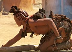 Himba married woman (Linda DV (back, catching up)) Tags: africa travel people nature canon river geotagged culture clothes ochre ethnic minority namibia himba ethnology southernafrica kaokoland 2013 geomapped ovahimba minorité minderheid lindadevolder otjikandero otjize powershotsx40