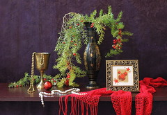 Season Greeting (Esther Spektor - Thanks for 5 millions views..) Tags: christmas winter red stilllife brown white holiday plant black color reflection green art texture leaves yellow metal bronze composition scarf canon ball golden necklace beads december branch pattern berries purple mesh availablelight picture stilleben fringe pearls explore ornament card fantasy frame vase imagination esther drape bouquet decor brass greeting tabletop bodegon naturemorte goblet holidayseason artisticphotography naturamorta spektor naturezamorta coth asparagusfern creativephotography artdigital powerofart creativemindsphotography artofimages exoticimage estherspektor vision:text=051 vision:plant=0544 vision:outdoor=0858 vision:dark=0617