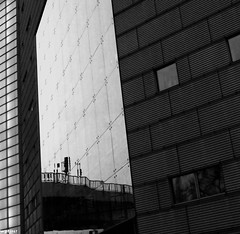 Berlin (wpt1967) Tags: bw reflection berlin sw spiegelung canon28mm eos60d