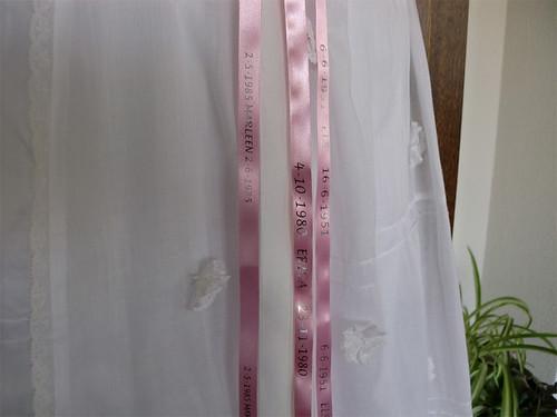 10mm roze lint met zilver_glimmend bedrukt in lucida-handwriting als anders