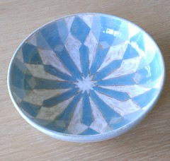 "turquoise bowl <a style=""margin-left:10px; font-size:0.8em;"" href=""http://www.flickr.com/photos/24597018@N04/13912942698/"" target=""_blank"">@flickr</a>"