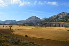 La Peña Redonda (EstacióndelNorte) Tags: mountain luz de la nubes montaña día peña redonda villanueva palencia traspeña carbón palentina castrejón peñilla