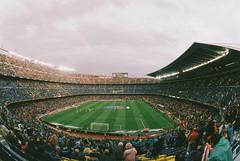 Camp Nou con arcoiris (santisss) Tags: camp arcoiris canon fuji f1 fisheye fujifilm 28 bara fcbarcelona 15mm nou fd xtra400