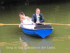 Hochzeit in Wiesbaden. (Dieter14 u.Anjalie157) Tags: pölizei brautpaar gefesselt wasser schiffchen herzensangelegenheit festtagedasganzejahrüber