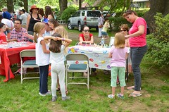 At The Nail-Painting Table (Joe Shlabotnik) Tags: 2016 sarahp violet june2016 raquelp lily madeleine annap afsdxvrzoomnikkor18105mmf3556ged