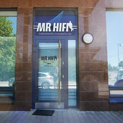 Luotettava mies. (neppanen) Tags: suomi finland helsinki storefront mister hifi highfidelity mrhifi rastila discounterintelligence sampen helsinginkilometritehdas