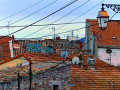 (MAGGY L) Tags: dmcfz200 ctedazur frjus filslectriques wires toits roofs sud var tuiles lanterne