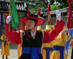 Deoksu Dude (Mondmann) Tags: travel man history colors colorful asia traditional ceremony landmark palace korea historic korean seoul hanbok tradition multicolored southkorea rok eastasia republicofkorea deoksupalace mondmann canonpowershotg7x
