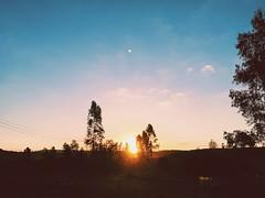 (Ronaldo Luiz Jr) Tags: blue sunset orange sun nature ar farm natureza cu ao nuvem livre kombi fazenda roa entardecer iphone maravilha