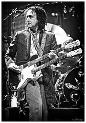 Mike Campbell / Tom Petty and The Heartbreakers (Scottspy) Tags: blackandwhite musicians gigs concertphotography guitarist tompetty reedit theheartbreakers mikecampbell scottspy doubleguitar flickrandroidapp:filter=none