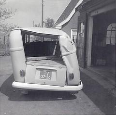 TV-07-26 Volkswagen Transporter bestelwagen 1963 (Wouter Duijndam) Tags: volkswagen los scheef rol transporter 1963 wrak schade bestelwagen totall carrosserie tv0726 bedeauxtransporters