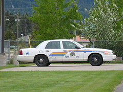 Valemount RCMP Slicktop (Canada Emergency Photography) Tags: canada ford rockies cops bc police policecar rcmp royalcanadianmountedpolice fordcrownvictoria valemount slicktop cvpi markedslicktop