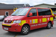 Dublin Fire Brigade 2008 Volkswagen Caravelle DFB DO RRV 08D34273 (Shane Casey CK25) Tags: blue red dublin barn truck volkswagen fire lights do district engine medical lorry dolphins fireman vehicle firemen van flashing emergency 2008 rapid siren officer brigade battenburg firebrigade caravelle lightbar dfb rrv responce