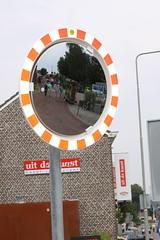 'k zie . . . (willem_huwae) Tags: red brick home canon circle mirror traffic spiegel huis rood bord limburg steen partij rond paal verkeer 50d willemhuwae kringimg9835