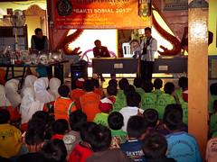 "Baksos bersama FAI Universitas Muhammadiyah Surabaya • <a style=""font-size:0.8em;"" href=""http://www.flickr.com/photos/102616399@N03/10455528455/"" target=""_blank"">View on Flickr</a>"