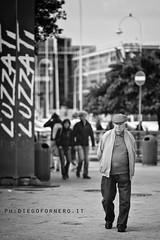 Genova, Porto Antico (diegofornero (destino2003)) Tags: street old photography candid genova porto elder antico vecchio anziano streetcandid