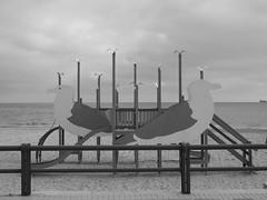 Juegos infantiles de la playa del Postiguet, Alicante (stefanny96) Tags: espaa juegos playa alicante finepix fujifilm palomas infantiles fujfilm postiguet s4300 vision:outdoor=0914 stefanny96