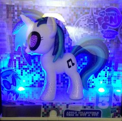 Comic Con exclusive DJ Pon-3 (KitaRei) Tags: crystal pony fim unicorn comiccon exclusive mlp mylittlepony friendshipismagic djpon3 uploaded:by=flickrmobile flickriosapp:filter=nofilter