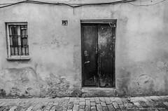 13 (Degayn) Tags: street door calle puerta fuji lucky fujifilm 13 suerte carlzeiss touit xe2 touit2812 touit12mm distagon1228touit fuijixe2