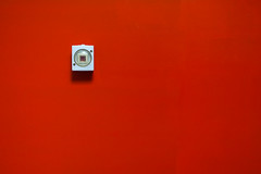Der letzte macht das Licht aus (Redfinn-Photoart) Tags: light red abstract rot sony minimal clean clear nikkor minimalistic lightswitch abstrakt lichtschalter day222 fokus 35mmf2 minimalistisch minimalismus 365days nikkor352 tag222 365tage a6000 lichtsetzung alpha6000 365fotosorg