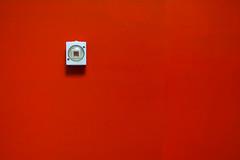 Der letzte macht das Licht aus (Redfinn-Photoart) Tags: light red abstract rot sony minimal clean clear nikkor minimalistic lightswitch abstrakt lichtschalter day222 fokus 35mmf2 minimalistisch minimalismus 365days nikkor352 tag222 365tage a6000 lichtsetzung alpha6000 365fotosorg