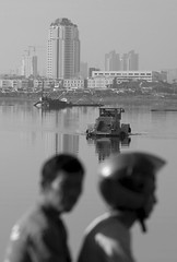L9991666bw (ferry160102) Tags: bw waduk passingby pluit keruk