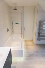 3L5A6362 (terrygrant1) Tags: bathroom porcelain tiling