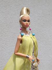 Poppy Camera Loves Her 02 (Belenojon) Tags: camera fashion toys mod doll her poppy loves 12 royalty parker integrity