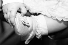 Ovunque andrai  l che sarai. (illyphoto) Tags: battesimo neonata bambina manina scarpina illyphoto photoilariaprovenzi