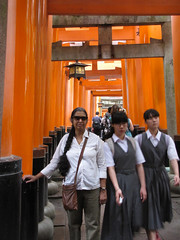 Kyoto-16.011 (davidmagier) Tags: sunglasses japan architecture kyoto religion tourists ponytail shrines jap touristattractions aruna historicsite