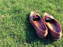 One hundred and eight. Barefoot in the park (sarahjanequinn) Tags: park grass shoes glasgow botanics iphone project365 chameleonfilter