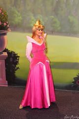 Aurora (disneylori) Tags: mainstreet princess disney disneyworld aurora characters wdw waltdisneyworld sleepingbeauty magickingdom townsquare mainstreetusa disneyprincess disneycharacters facecharacters meetandgreetcharacters sleepingbeautycharacters townsquaretheater
