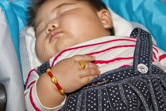 Don't touch my jewellery !!! (Andr Vogelaere - ) Tags: china baby armband gold golden child or chinese ring jewellery kind bracelet gouden luxury gem jewel wealth oro goud
