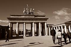 Brandenburg Gate.... (Caty V. mazarias antoranz) Tags: madrid españa spain europa monumentos parques comunidaddemadrid torrejóndeardoz parquesdemadrid parqueeuropa