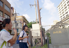久茂地 歩く学生たち Naha-si, Okinawa (ymtrx79g ( Activity stop)) Tags: street color slr film japan analog nikon kodak 35mmfilm okinawa 135 沖縄 街 写真 銀塩 フィルム nikonnewfm2 那覇市 nahasi kodakultramax400 nikonaisnikkor28mmf28 歩行走行 walkandrun 201310blog