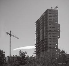 A mitjes (Jose Maria Sancho Aguilar) Tags: barcelona city bw españa white black blanco blackwhite spain arquitectura nikon europa europe bcn edificio ciudad catalonia bn catalunya grua crisis cataluña poblenou blanconegro espanya burbujainmobiliaria d5100 josémaríasancho