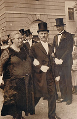 Serious Look = More Cake. He Won. (TrueVintage) Tags: wedding dresden 1930s couple paar tophat oldphoto vintagepeople past hochzeit foundphoto 1934 vergangenheit vintagephoto weddingguests zylinder hochzeitsgäste