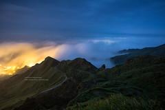 Northeast Coast, Taiwan _IMG_6160 (Len) Tags: mountain fog clouds landscape taiwan     6d  seaofclouds 1740l  northeastcoast  jinguashi jiufen blackcard jioufen   ruifang teapotmountain ef1740mmf4lusm    steamfog  588m    shuinandong newtaipeicity      suijinjiu earfreeteapotmountain